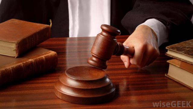 judge-banging-gavel