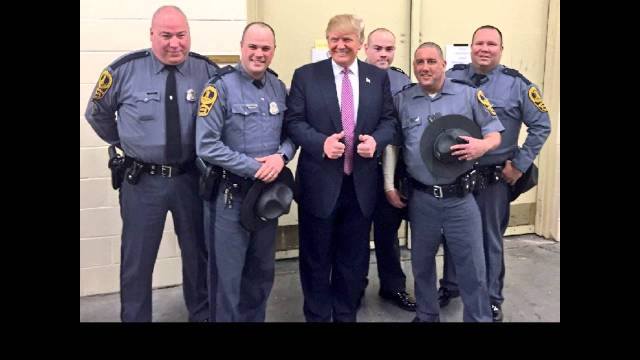 trump-with-cops
